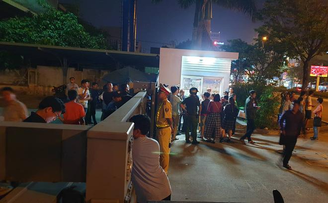 Hàng trăm người bao vây công ty bất động sản đòi sổ đỏ trong đêm