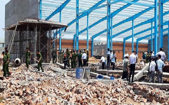 Sập tường trong khu công nghiệp, 5 công nhân tử vong