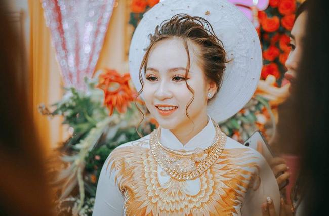 Dân mạng lại kinh ngạc với đám hỏi siêu khủng ở Kiên Giang: Cô dâu 19 tuổi, sính lễ hơn 888 triệu, 14 cây vàng