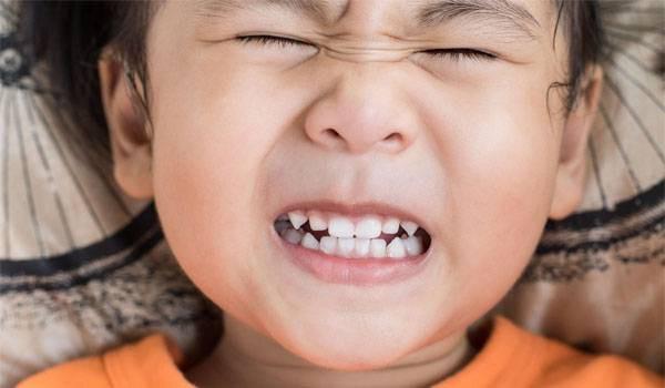 Lắng nghe ngay bác sĩ nha khoa chỉ điểm một số nguyên nhân gây ra hiện tượng nghiến răng ken két ở trẻ nhỏ