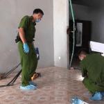 Toàn cảnh khám nghiệm hiện trường vụ 3 người trong gia đình bị giết hại: Công an thu thập dấu vết dưới nền nhà