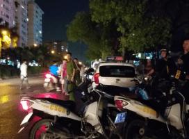 Nữ tài xế taxi bị người đàn ông đâm gục trong xe rồi bỏ chạy, vẫn chưa xác định được nguyên nhân