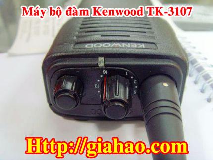 Máy bộ đàm Kenwood TK-3107 chính hãng của công ty Tin Học Gia Hào có 16 tầng số, cự ly đàm thoại lên đến 1-3km