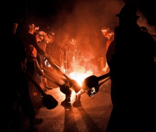 up-helly-aa-shetland-inizio-processione-serale