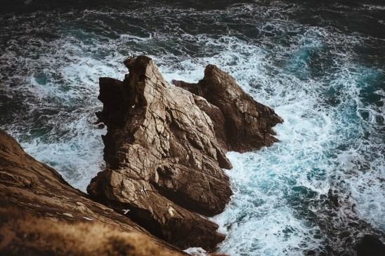 scogliera del faro di sumburgh alle isole Shetland