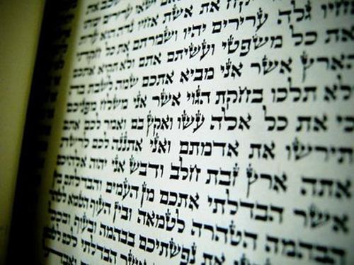 Assim, se quisermos saber algo sobre a ideia de Messias e as promessas que o Eterno fez em relação à vinda dele; devemos, necessariamente, ler o Tanach, preferencialmente, no original, pois tais ideias estão lá