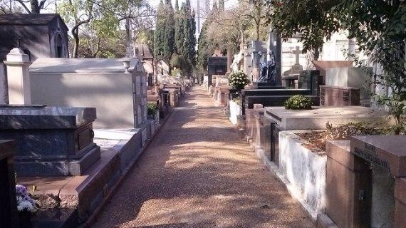 No Cemitério