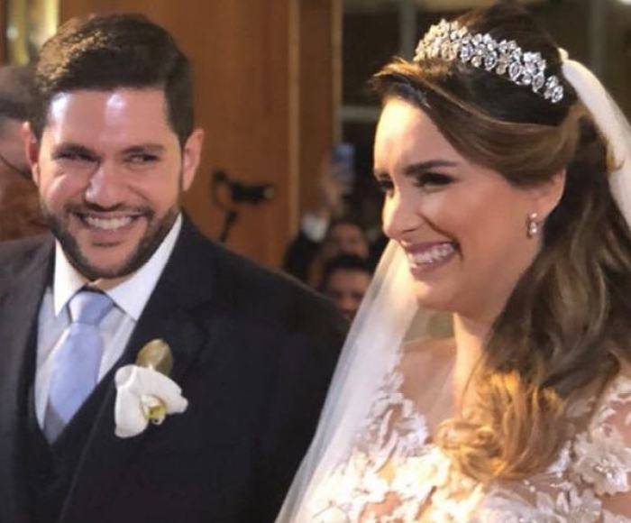 Em meio aos ensaios e apresentações no The Voice Brasil, Laís Yasmin encontrou um tempinho para realizar o sonho da vida amorosa, contraindo matrimônio com Milton Neves Netto