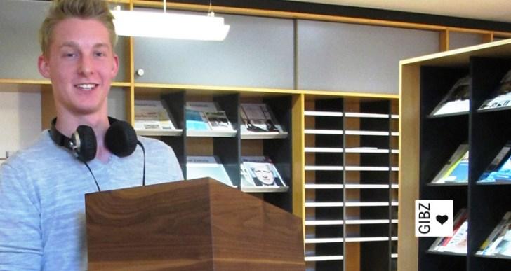 Der Macher – Cyril Kuster, angehender Schreiner, mit seiner GIBZ-Wahlurne