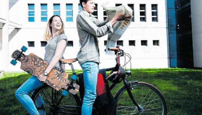 """Cool! Die ZFA3A mit ihrem Klassenprojekt """"Zug-Flüelen"""" in der Neuen Zuger Zeitung"""