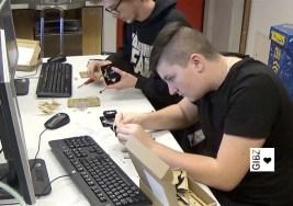 Black Robots – Automatiker- und Konstrukteurlernende bauen Miniroboter