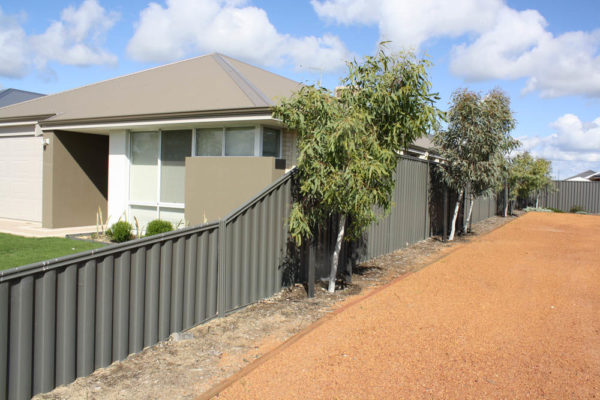 Gib-Z Projects - Colorbond Fencing (3)