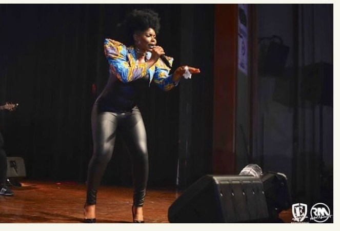 Yemi Alade In Hot Leather Pants On Stage. (Photos)
