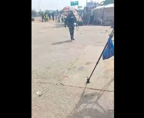 june-12-i-go-fire-you-–-police-officer-threatens-to-shoot-journalists-in-lagos