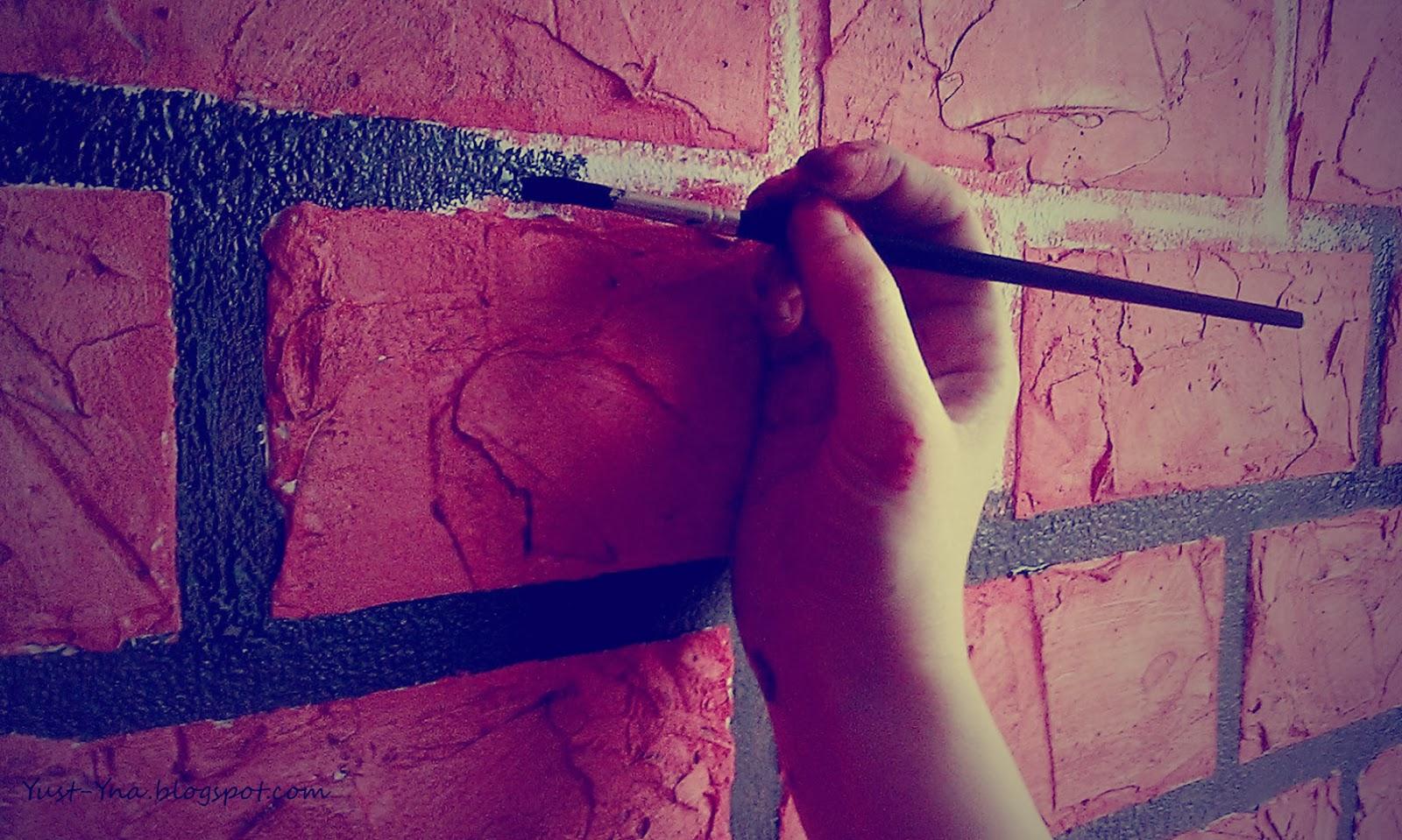 как закрасить кирпичную стену