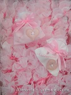 Sacchettini-bomboniere-portaconfetti-rosa-con-cuore-per-Arianna-4