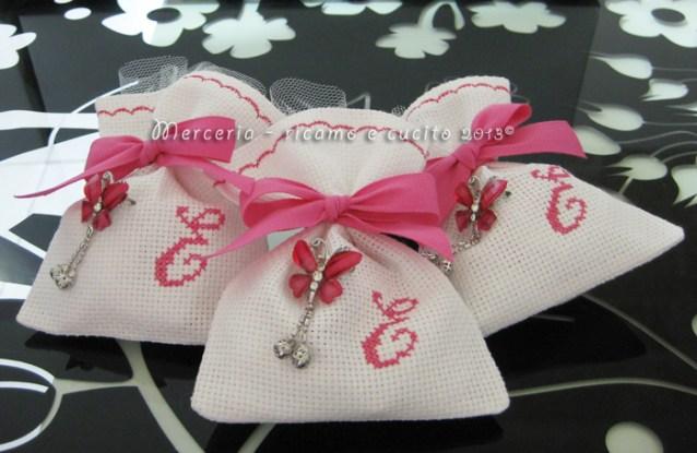 """Sacchettini bomboniere portaconfetti in tela aida con iniziale """"E"""" per Elisabetta"""