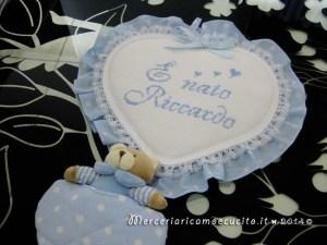 """Fiocco nascita cuore celeste con orsetto """"E' nato Riccardo"""""""