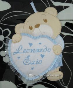 """Fiocco nascita orsetto con cuore celeste e bavette per """"Leonardo Ezio"""""""