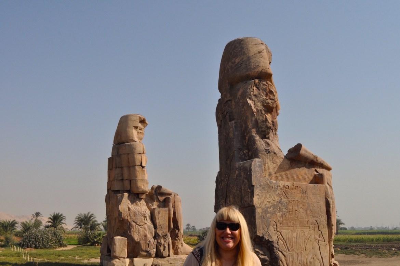 Sema Tawy sur le trône colosses de Memnon par Antoine Gigal