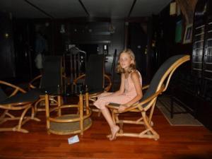 Julia durfte mit Papa ein edles Hausboot besichtigen...