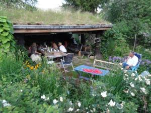 Gemütlich an einem anderen Ort im Garten von Öyvind...
