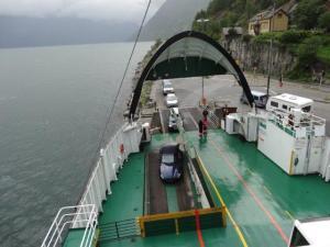 Mit der Fähre über den Fjord...