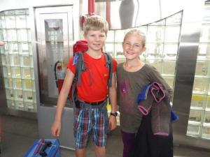 Sie haben schon viel gelernt wenn wir unterwegs sind... sie müssen uns jeweils führen im Flughafen...