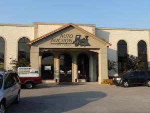 Claudio erlebte auch eine Auto Auction... da muss man geübt sein, damit man nicht beim falschen Auto zusagt.... es geht so schnell!