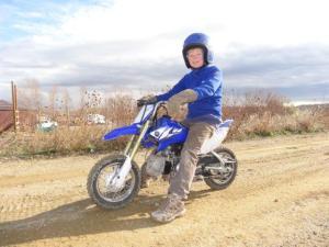 Ein kleines Dirtbike! Es gehört Sienna, der Tochter von Evi und Mark, sie ist erst 7, daher die Grösse...