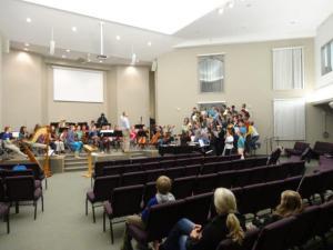 Jeden Abend ist Orchester und Chor... es war sehr beeindruckend...