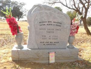 Wir standen am Grab von Mindy, sie war die jüngste Tochter von Elwen und Karen Owen, starb in einem tragischen Verkehrsunfall...