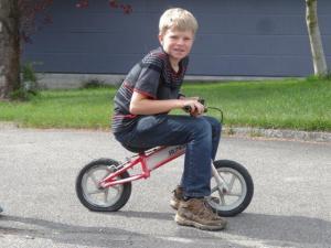 Alexander ist doch gewachsen... dies war mal sein Laufrad...
