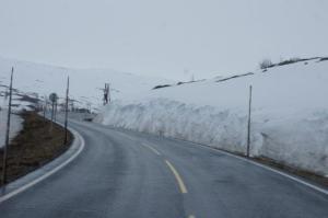 da hat es teils noch viel Schnee in der Höhe...