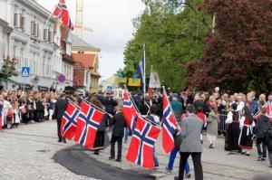 Die norwegische Flagge wird hoch geliebt...