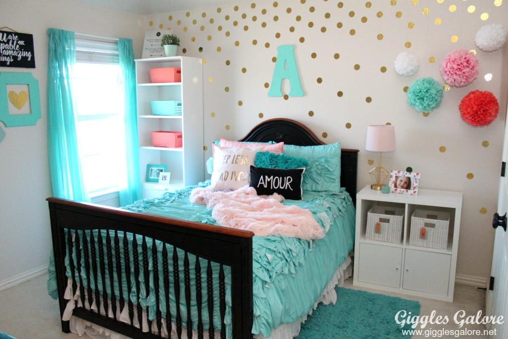 Tween Girls Bedroom Makeover - Giggles Galore on Tween Room Ideas Girl  id=96537