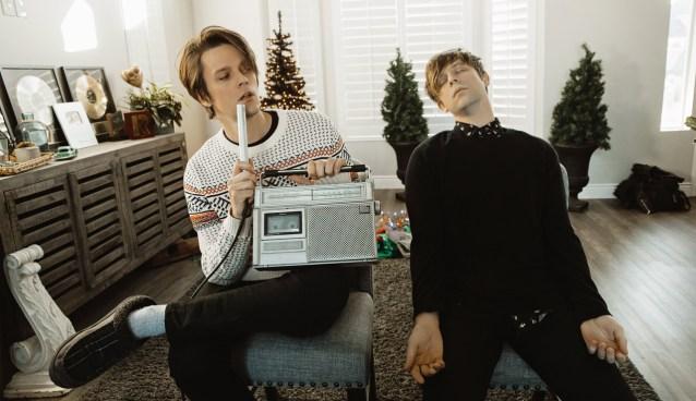 iDKHOW Christmas Drag EP 2019