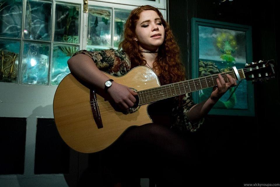 Chloe Leigh Performing