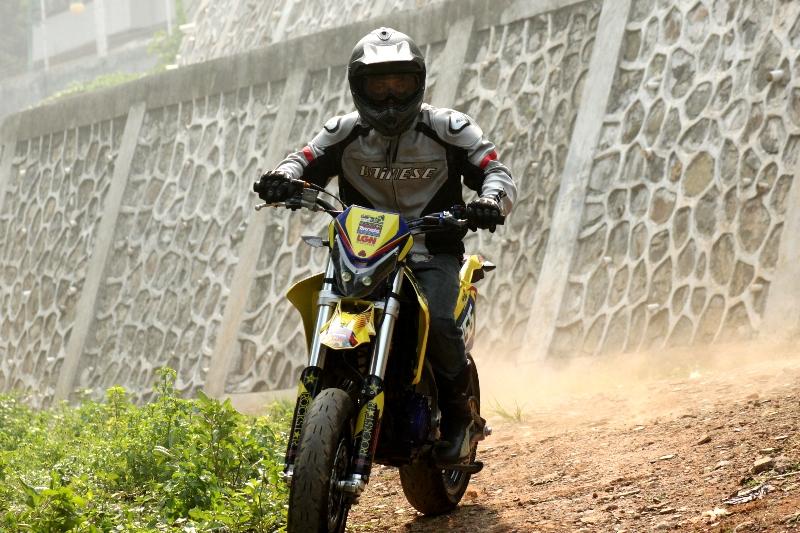https://i1.wp.com/gilamotor.com/wp-content/uploads/2011/11/Suzuki-Satria-Supermoto-12.JPG