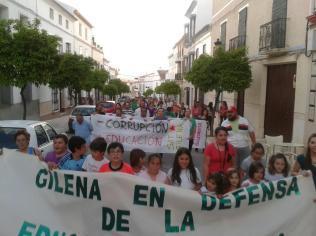 Manifestación a su paso por la calle Nueva