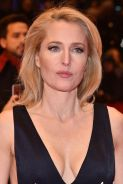 gillian-anderson-at-viceroy-s-house-premiere-in-berlin_2