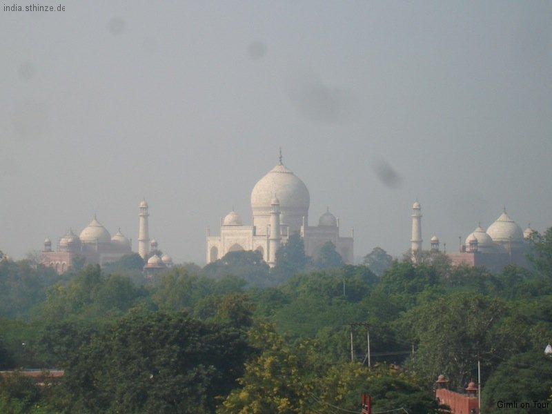 Blick von unserer Hotelterasse auf das Taj Mahal