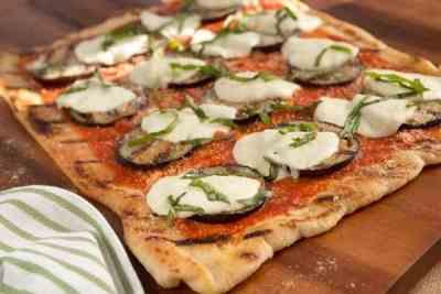 grilled-eggplant-parmesan-pizza