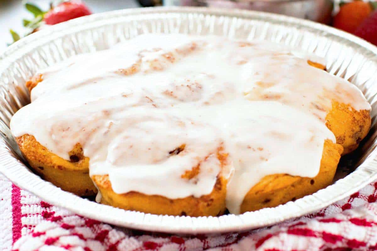 Campfire Cinnamon Rolls in pie tin