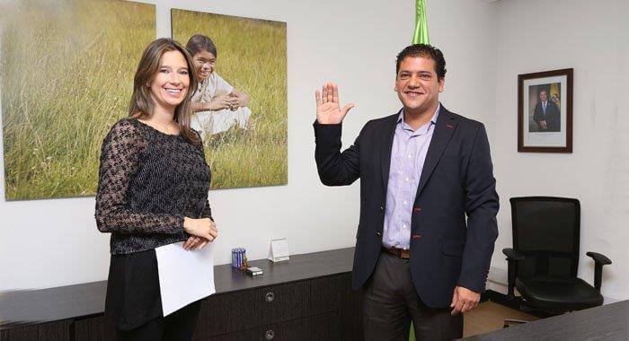 Momento de la posesión ante la Directora del Instituto Colombiano de Bienestar Familiar ICBF, Cristina Plazas Michelsen. (Fotografía tomada de www.icbf.gov.co
