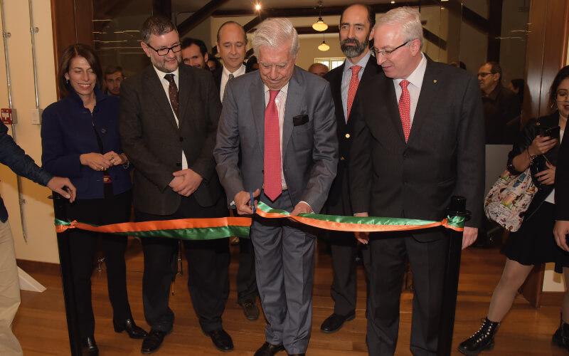 Mario Vargas Llosa inaugura la Biblioteca Los Fundadores.
