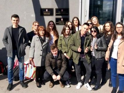 Zajednička fotografija ispred Općinskog suda u Novom Zagrebu
