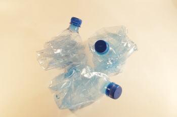 ペットボトル素材は使い回しに不向き!?衛生面や耐久面で水筒代用NG