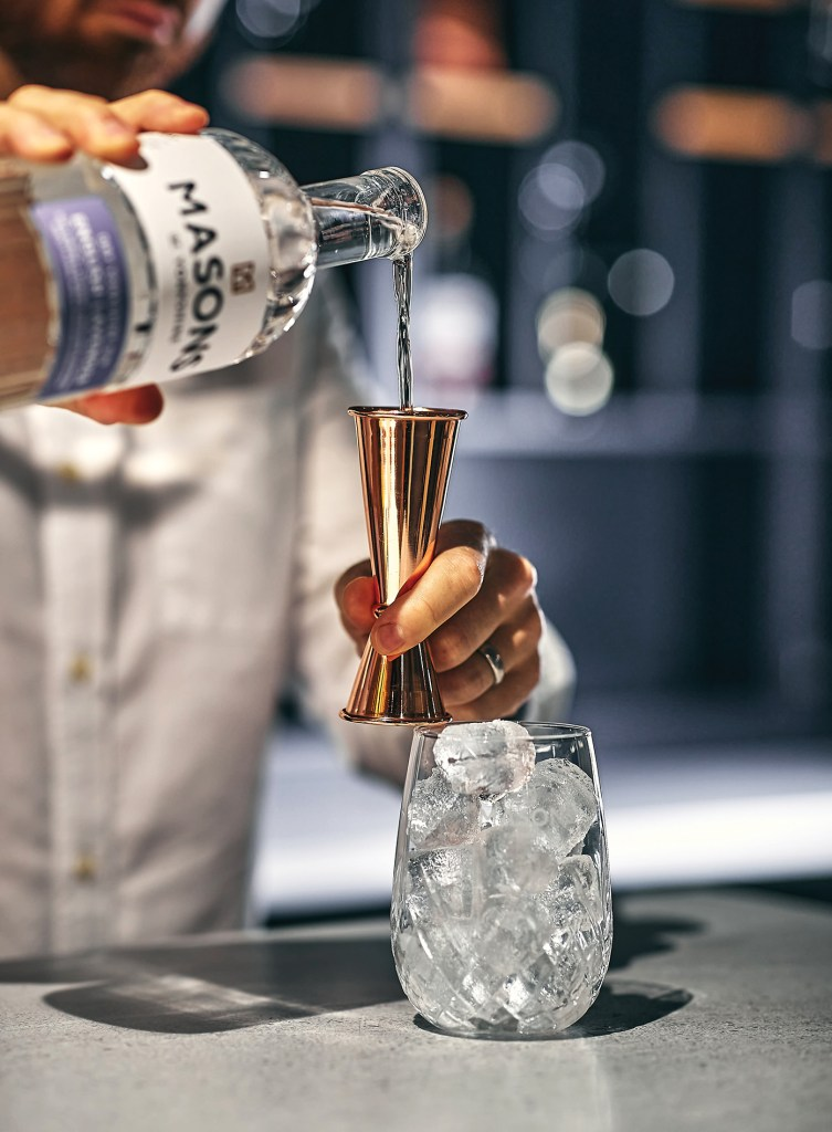 Masons of Yorkshire gin pour over ice