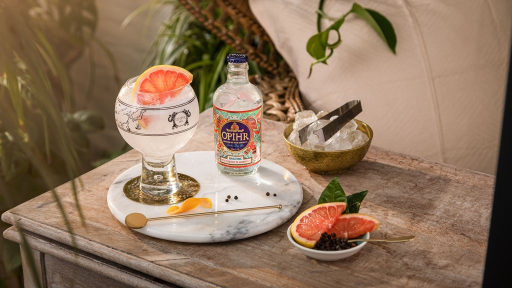 Opihr Gin & Tonic with Grapefruit